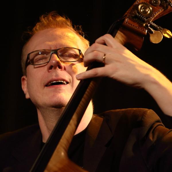 Hans Backenroth - bas, är en av Sveriges mest eftersökta basister. Han är 36 år. - IMG_5101